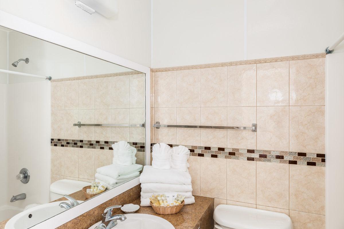 Beachfront Platinum Bathroom